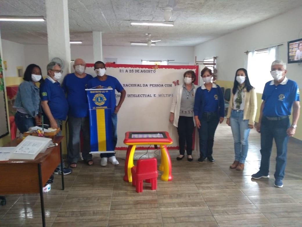 Lions Clube Araruama faz doação de Mesa Tecnológina para a Associação Pestalozzi