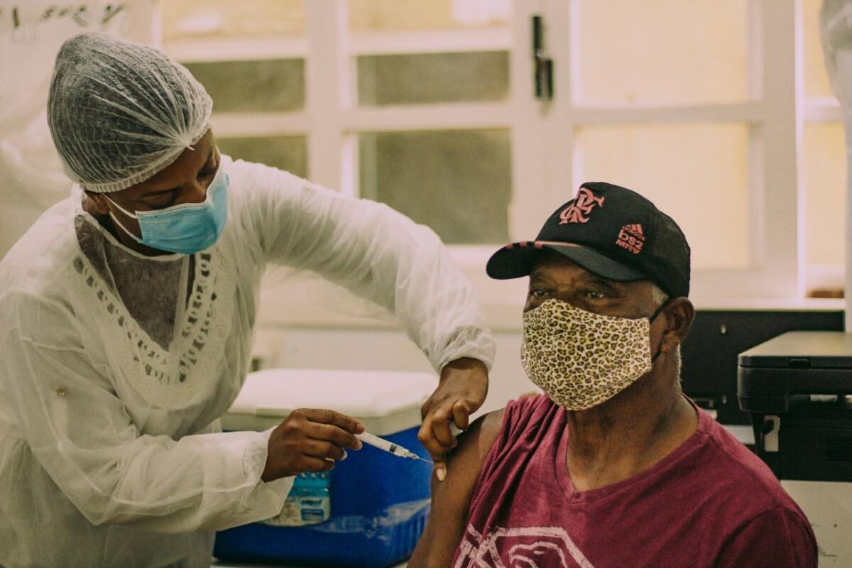 Vacinação antecipada para idosos de 66 anos em Cabo Frio
